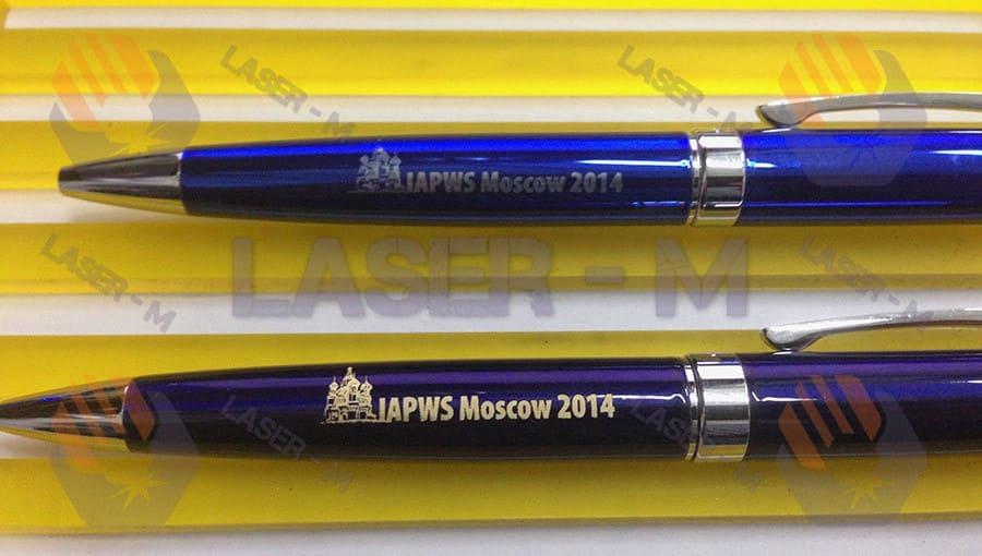 Гравировка на синей и фиолетовой ручках