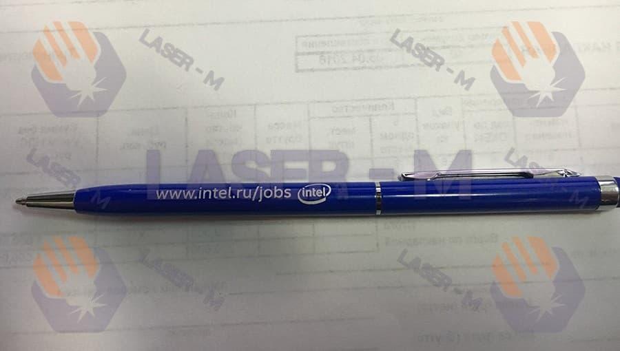 Гравировка на синей ручке