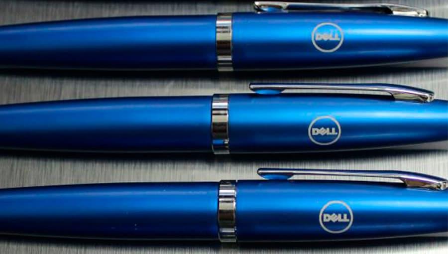 Лазерная гравировка на сувенирной синей ручке