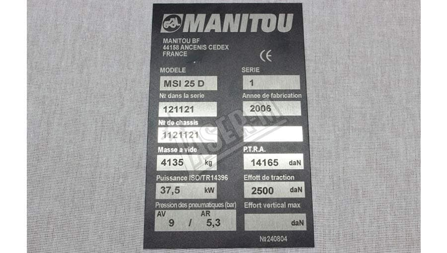 Изготовление шильдов из пластика Manitou