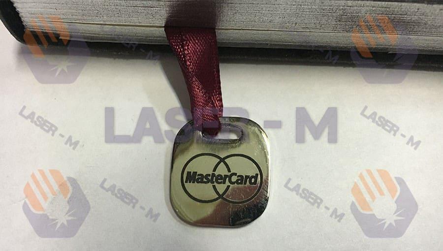 Лазерная гравировка на металлической закладке